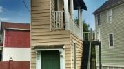 Divstāvu dzīvojamā māja ar balkonu